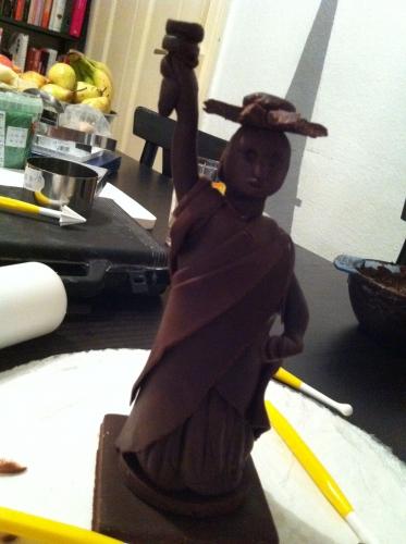 statut de la libertén chocolat plastique, modelage, papou, pâtissier, alsace
