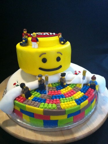 birthday, party, lego, anniversaire, wedding cake, pâte à sucre, multicolore, papou, damier, tagada, myrtille, fruit, enfant, jouet, fête, construction, pâtissier, alsace