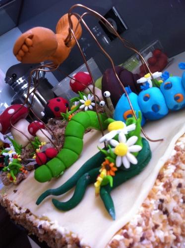 minuscule, insectes, fimo, décor, dessert, enfant,, pâte à sucre, coccinelle, escargot, chenille, verte, bleu, araigné rousse, champignon chocolat, mouche, papou, pâtissier, hoenheim,