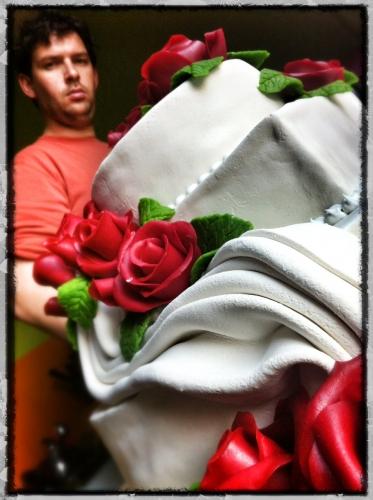 wedding, cake, papou, pâtissier, revanche, drapé, rose, fleur, pâte amande, crème, vanille, framlboise, chocolat, mariage, célébration, dessert, fête, pain, boulangerie, hoenheim, blanc, génoise, valentin franck