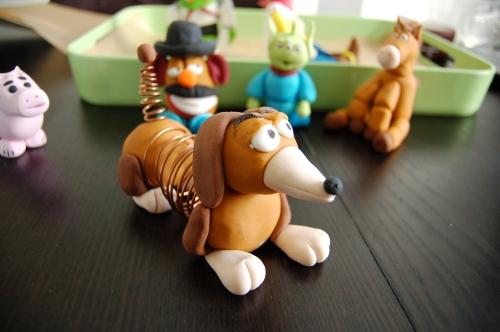 zig-zag, chien, ressort, toy story, fimo, modelage, pâte à sucre,pâte à modeler