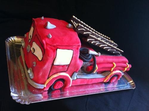 gâteau,anniversaire, enfant, école, gouter, pompier, camion, rouge, feu, girophare, tenue, armé, eau, échelle, cake sculpter, wedding cake, papou, alsace, pâtissier
