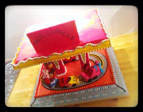 forain, manège, voiture, papou, patissier, zellwiller, bas rhin,wedding cake, magic, express, clown, penthère rose, train, red bull, lumière, sunlight, fête, foire, fête foraine, anniversaire