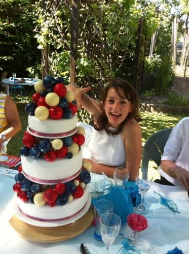 wedding cake, féérique, prestige, aérien, léger, élégant, boule en chocolat, boule, sphère, chocolat, lait, chocolat blanc, chocolat noir, fruit rouge, crème à la fraise, fruits rouges, 3 chocolats, wedding cake 3 chocolat, papou, pâtissier, alsace, livraison, sexe, mariage, baptème, mariage, couleur, franck valentin, les milles folies de papou