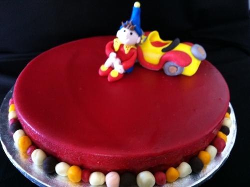 décor, oui-oui, personnage, enfant, pâtissier, alsace, papou, valentin, fraise, jaune, rouge, voiture, pâte à sucre