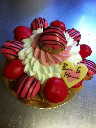 fête, maman, môman, mère, dessert,hoenheim, juin,gâteau, goûter, crème, fraise, rouge, rose, alsace, chantilly, montée, pâte à choux, glaçage, papou, pâtissier, valentin, franck