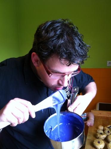 pâte à choux, myrtille, caramel, beurre salé, madame, papou, religieuse, princesse, 67, pâtissier, fondant, violet,technique, utilisation fondant,