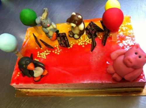 décor,anniversaire, enfant, papou, pâtissier, animaux, pingouin, éléphant, cochon, lapin, ourson, pâte amande, ballon