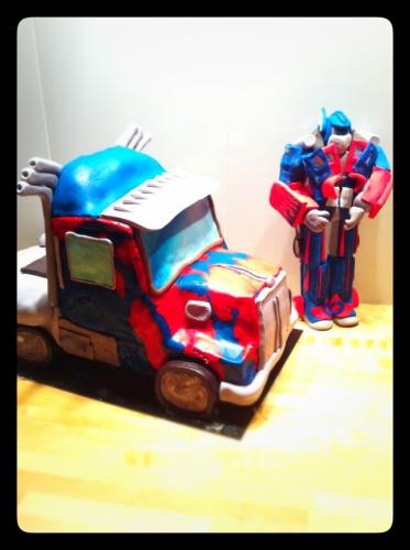 optimus prime,transformers,autobots,pâte à sucre, sujet, personnage, papou, pâtissier, alsace, barr, strasbourg