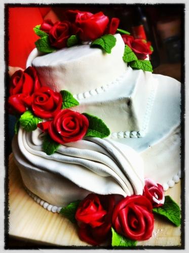 wedding, cake, papou, pâtissier, revanche, drapé, rose, fleur, pâte amande, crème, vanille, framboise, chocolat, mariage, célébration, dessert, fête, pain, boulangerie, hoenheim, blanc, génoise, valentin franck