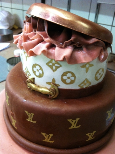 Louis Vuitton, wedding cake, mariage, pâtisserie, papou, cake, luxe, fête, 67,68