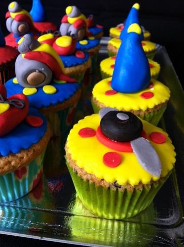 décor, oui-oui, personnage, enfant, pâtissier, alsace, papou, valentin, fraise, jaune, rouge, voiture, pâte à sucre, cup-cake, bavaroise, fraise